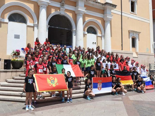 https://www.oristanosports.it/wp/wp-content/uploads/2019/02/presentazione-squadre-sardegna-volleyball-challenge-alx-5057-1-640x480.jpg