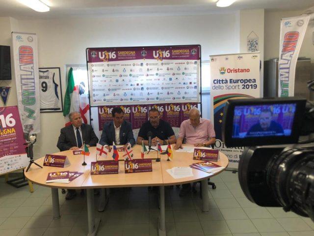 https://www.oristanosports.it/wp/wp-content/uploads/2019/06/il-presidente-della-fipav-puddu-il-presidente-della-gymland-porcheddu-il-sindaco-lutzu-lassessore-pinna-1200x800-640x480.jpeg