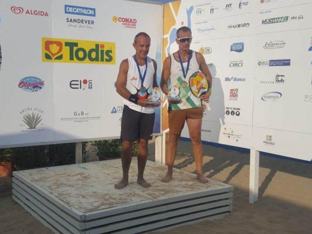 https://www.oristanosports.it/wp/wp-content/uploads/2021/09/beach-tennis-Alberto-Tamponi-campione-del-mondo-over-50-insieme-al-cagliaritano-Paolo-Tronci-1200x800-1-640x480.jpeg